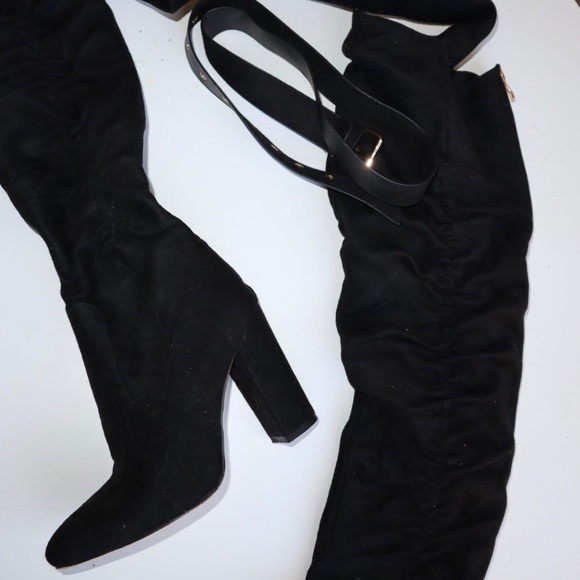 PrettyLittleThing Shoes - Knee boots with belt